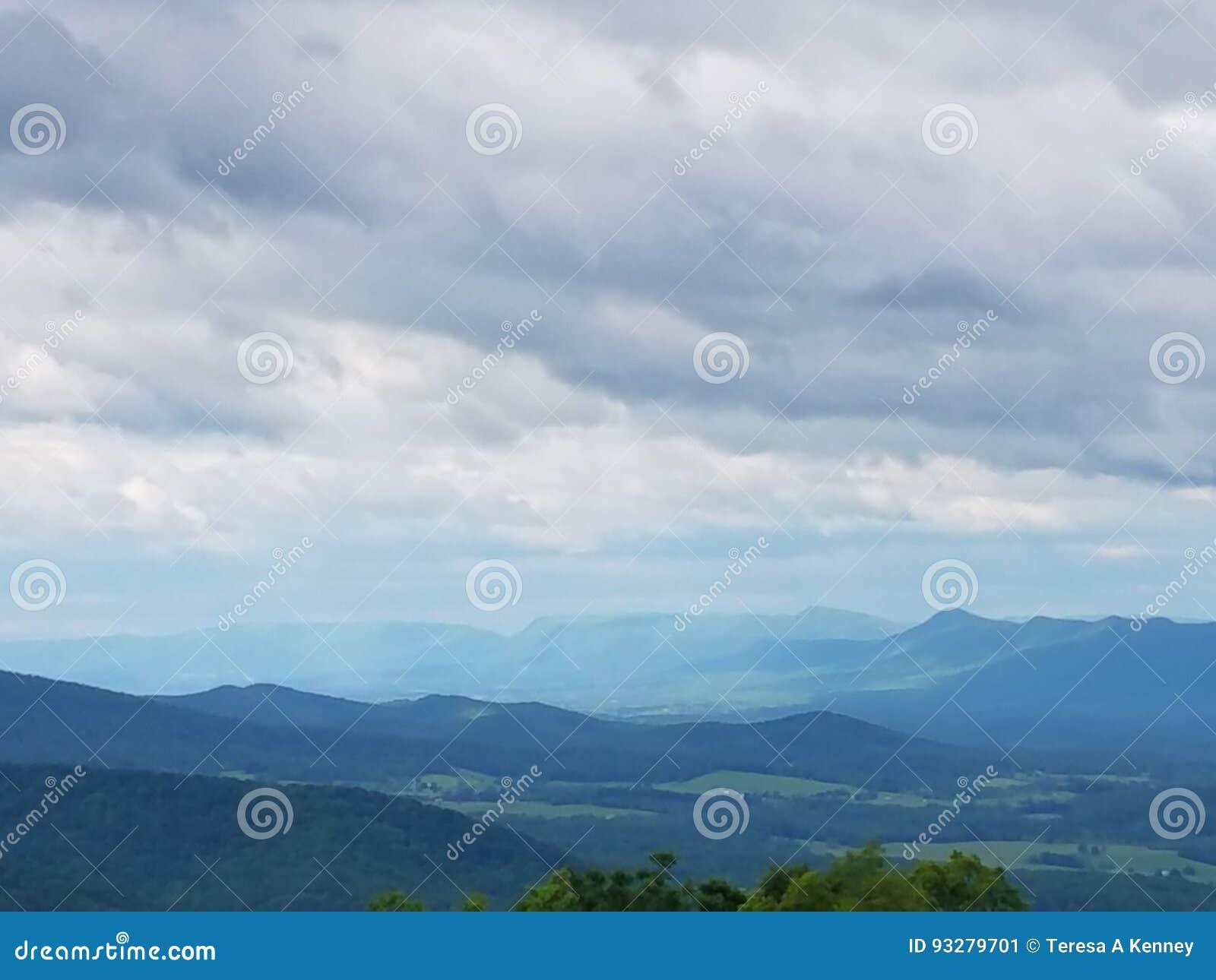 雪伦多亚河谷山