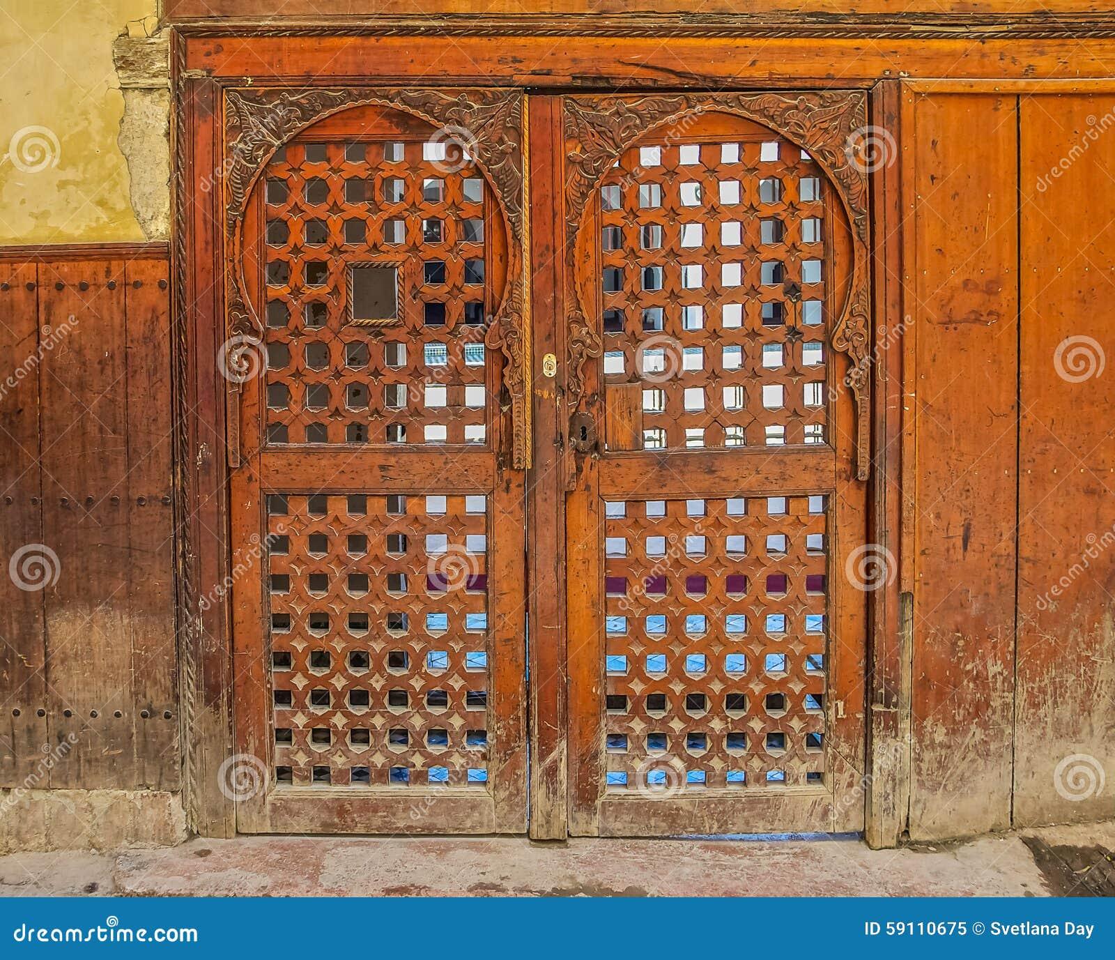 雪松木头被雕刻的摩洛哥门