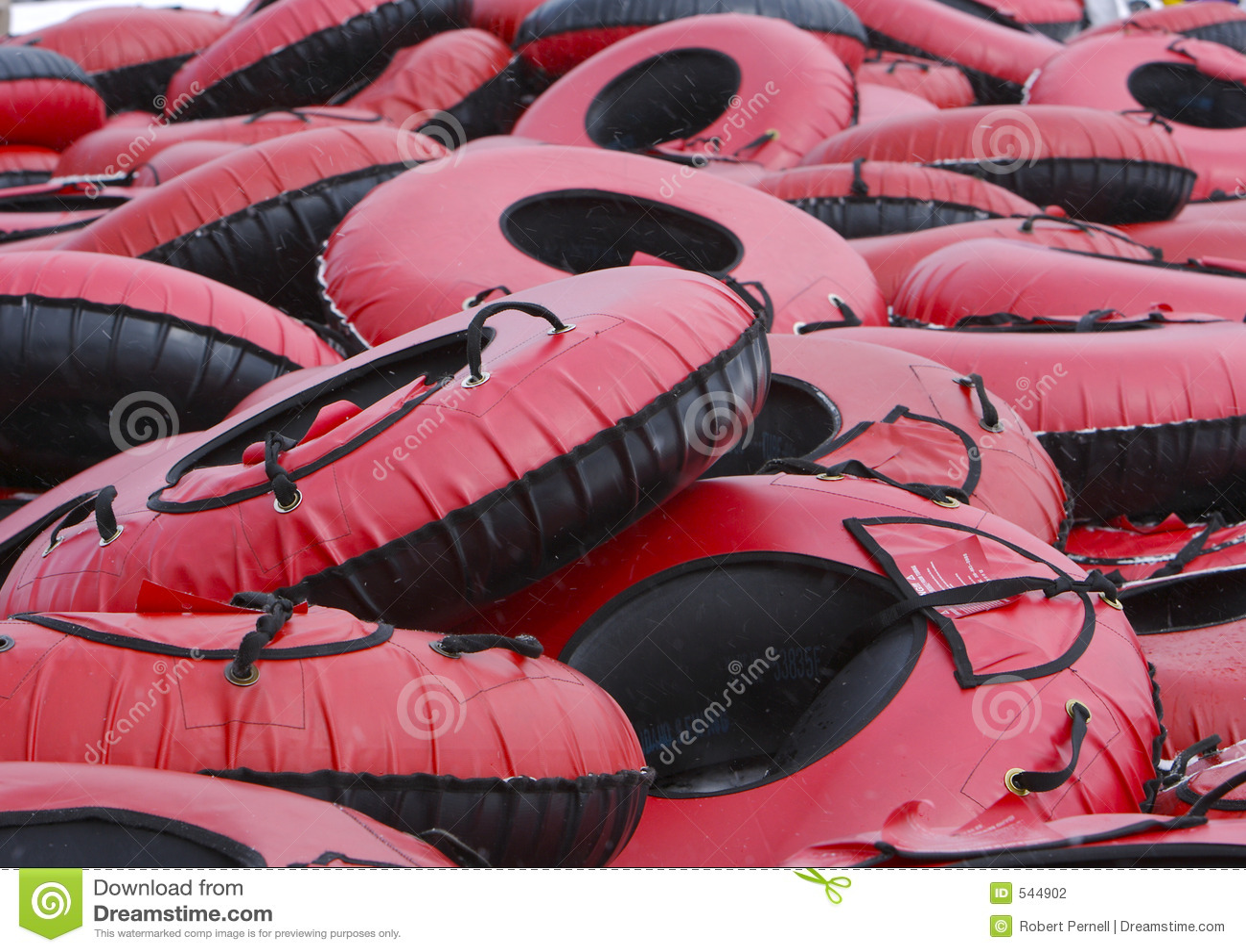 Download 雪管 库存照片. 图片 包括有 快速, 管材, 红色, 乐趣, 速度, 内在, 激发, 冬天, 粉红色, sledding的 - 544902