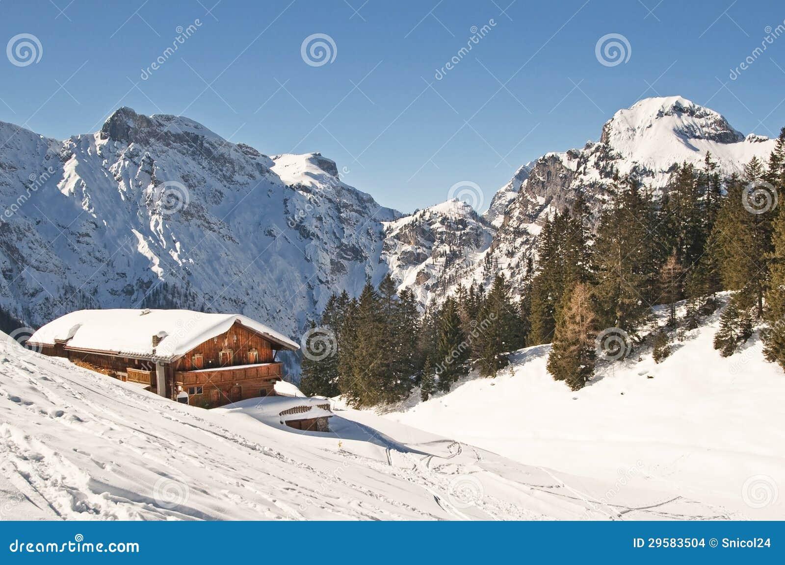 滑雪胜地在阿尔卑斯