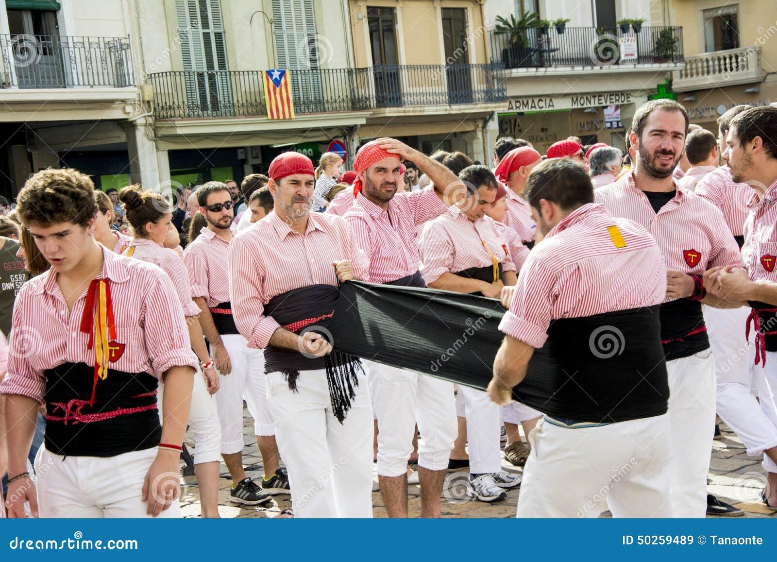雷乌斯,西班牙- 2014年10月25日:Castells表现,卡斯特尔是在节日传统上建造的一个人的塔在卡塔龙尼亚