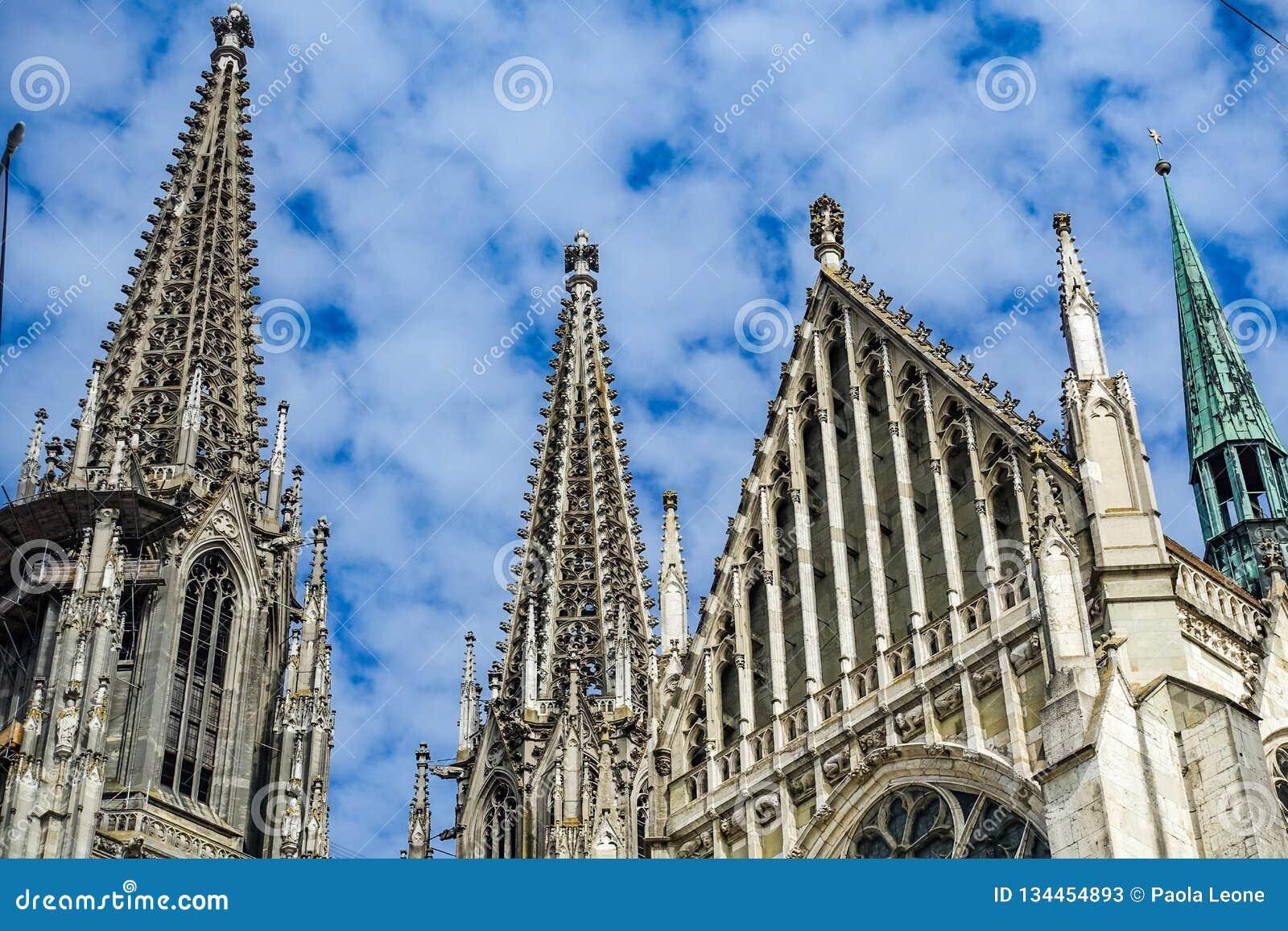 雷根斯堡,德国- 2016年7月,09:德语的雷根斯堡主教座堂:Dom圣皮特圣徒・彼得或Regensburger Dom,致力圣皮特圣徒・彼得,