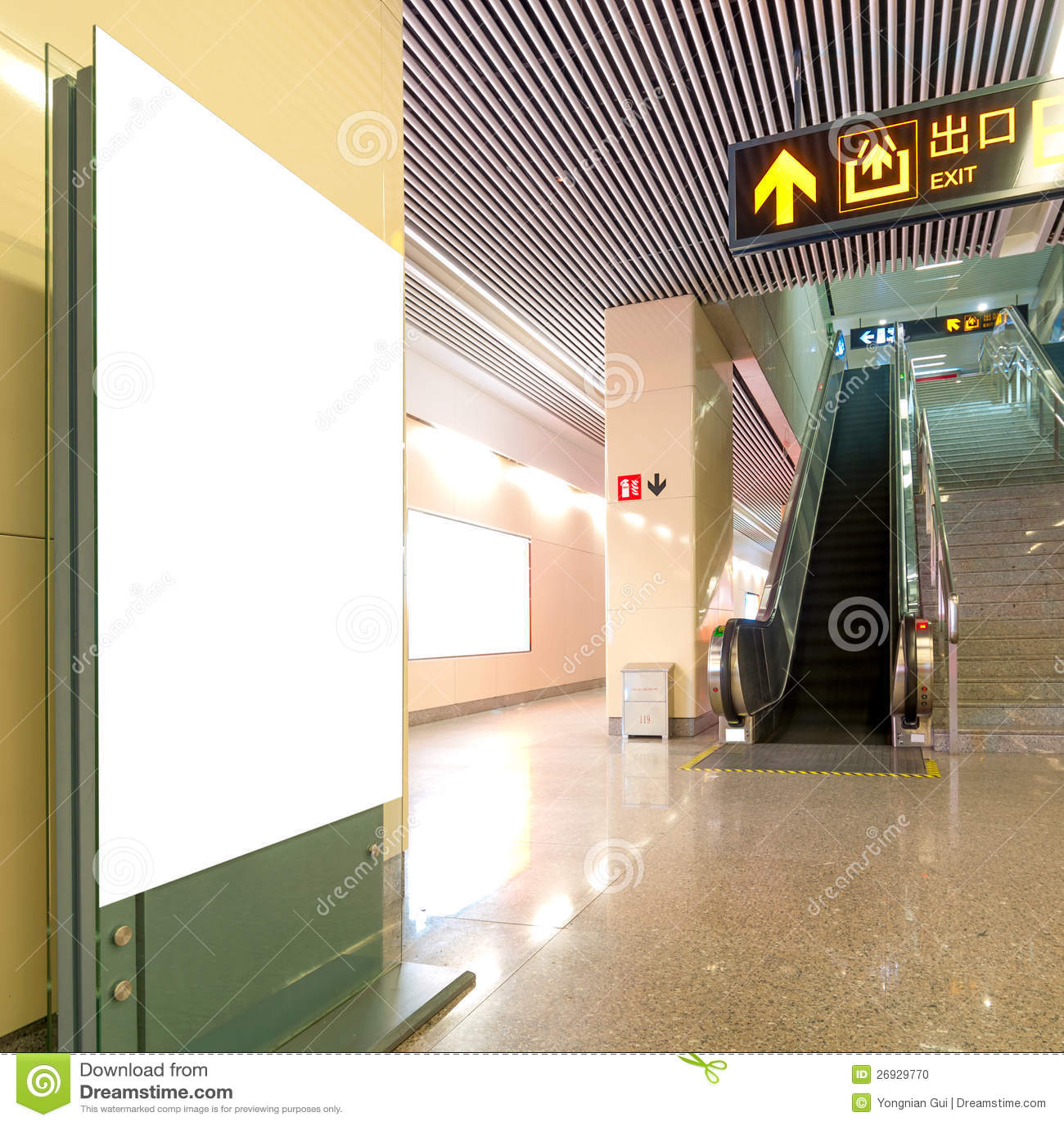 霍尔地铁站空白广告牌