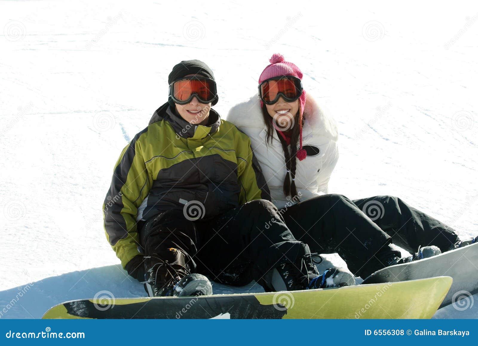 青少年夫妇的挡雪板