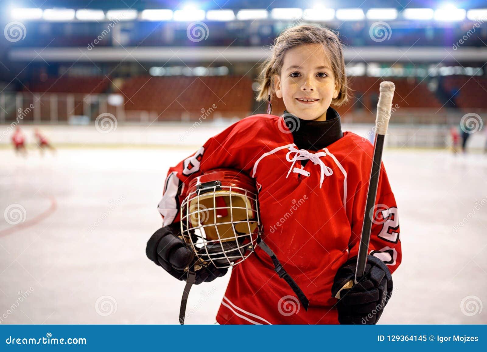 青年女孩曲棍球运动员
