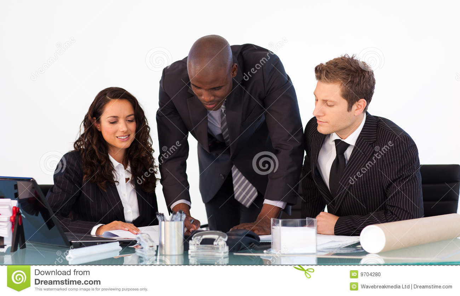 非洲生意人他联系的小组