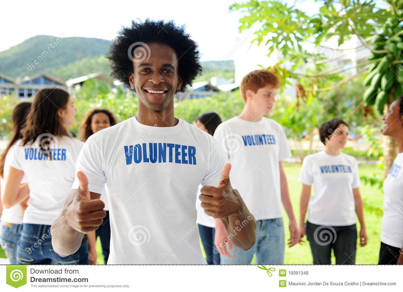 美国人���.��l_download 非洲裔美国人的愉快的志愿者 库存图片.