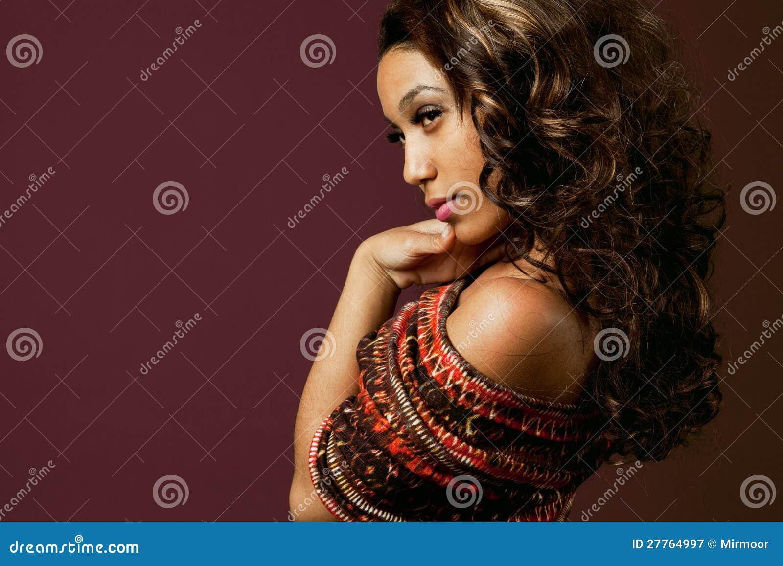非洲裔美国人的时装模特儿。