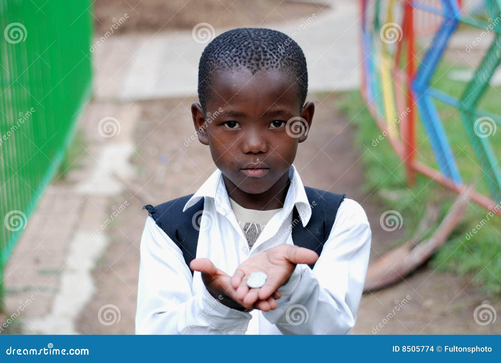 非洲要求的男孩货币学校年轻人