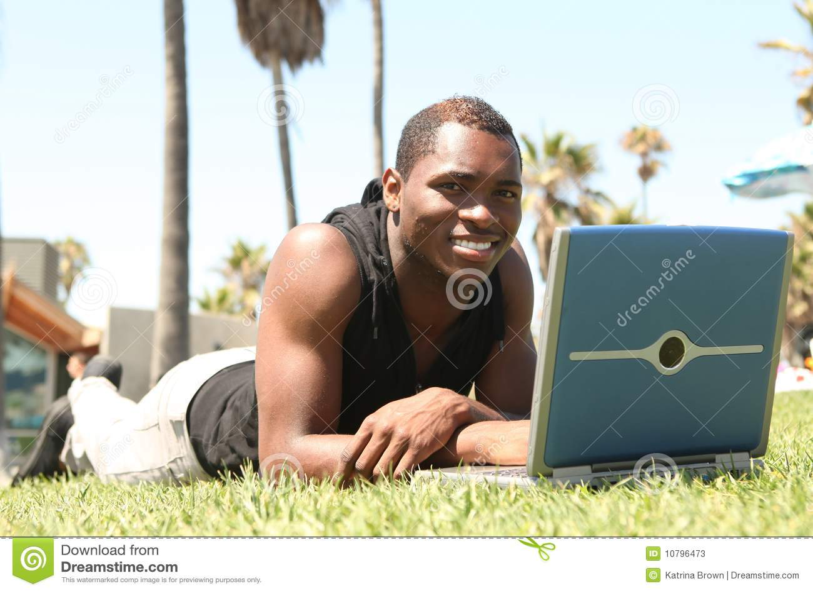 非洲amercian膝上型计算机人工作