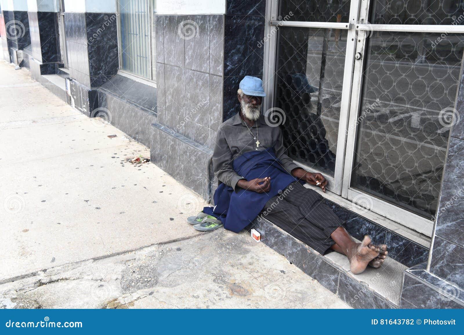 非裔美国人的老无家可归的人