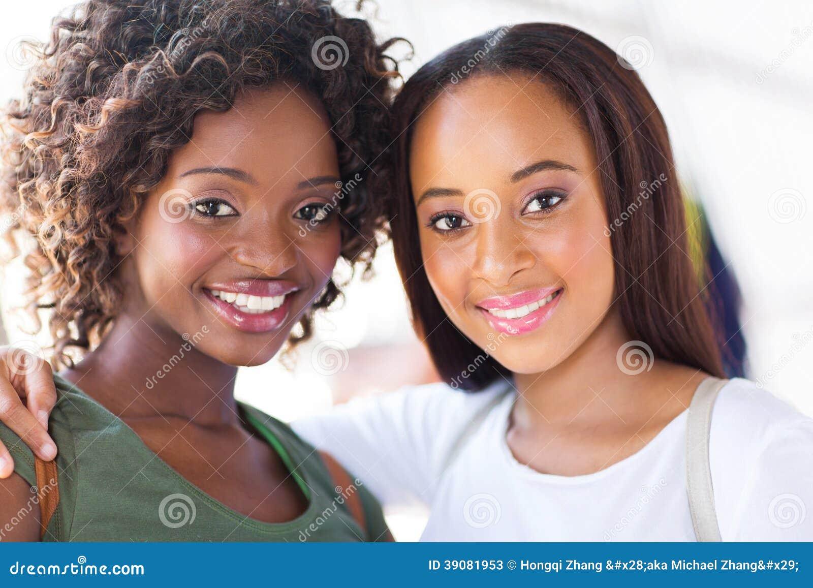 非洲肌肉女_非洲女大学生