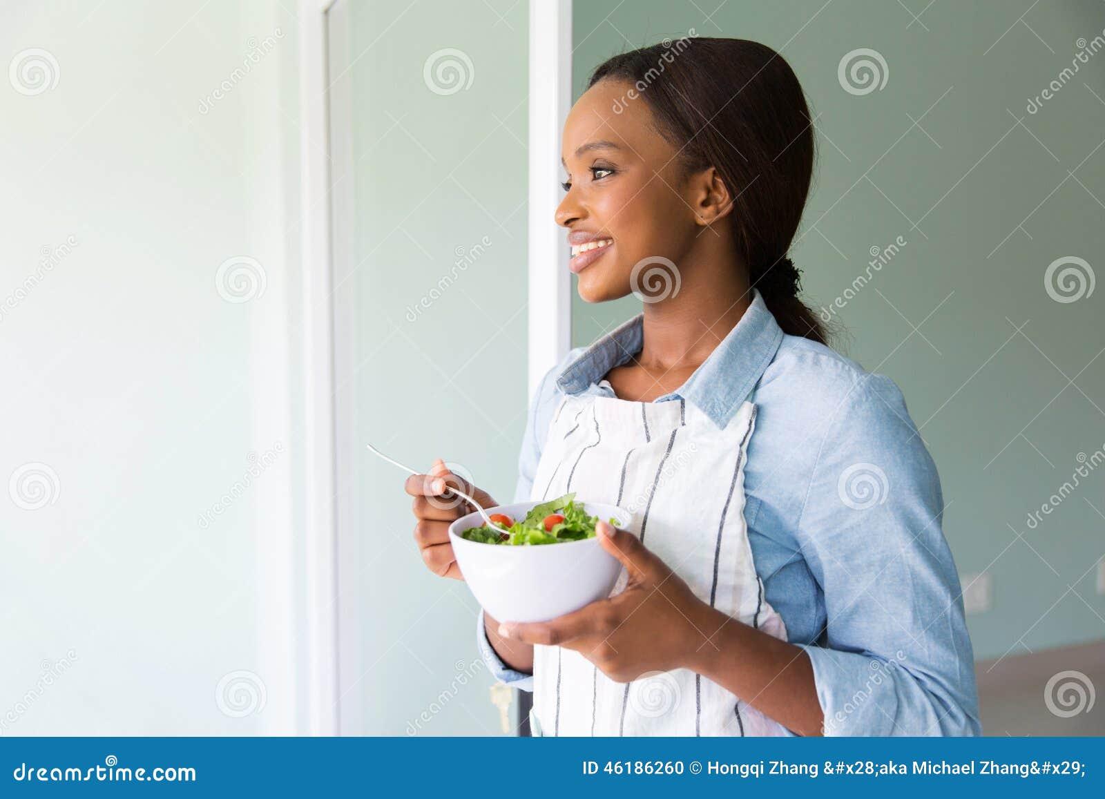 非洲妇女沙拉