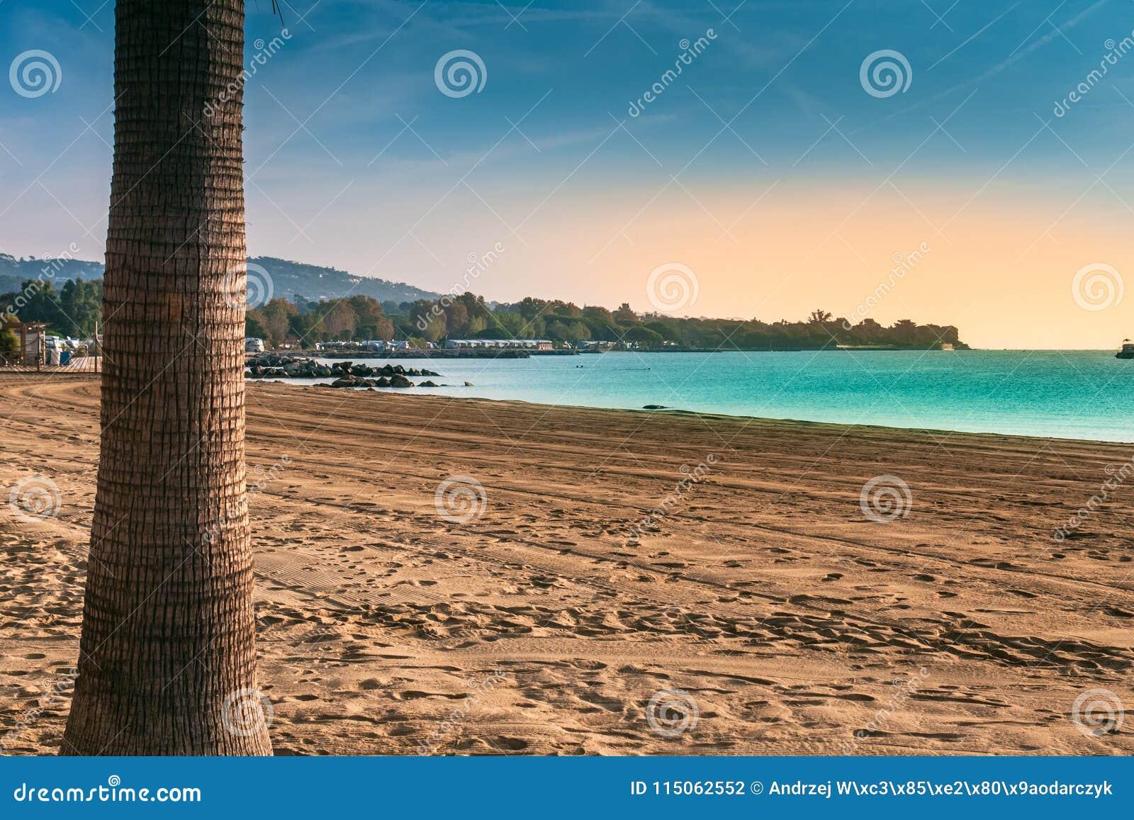 靠岸在地中海,圣特罗佩海湾