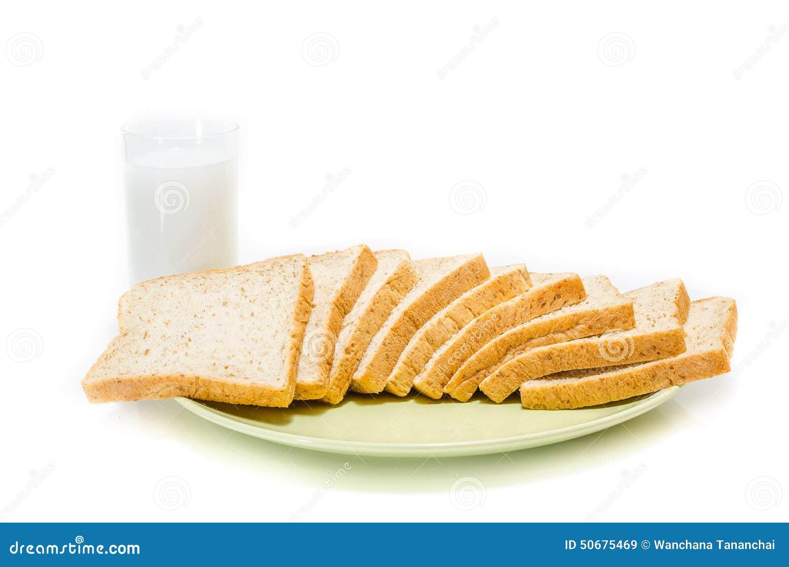 Download 面包用在白色演播室的牛奶 库存图片. 图片 包括有 巴西, 产品, 玻璃, 自然, 面团, 谷物, 红色 - 50675469