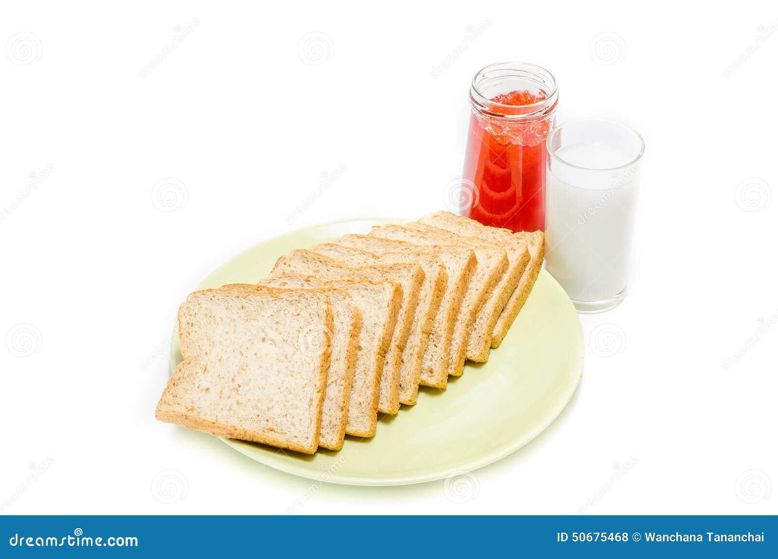 Download 面包用牛奶果酱在白色演播室的 库存照片. 图片 包括有 鲜美, 正餐, 大面包, 空白, 红色, 果子, 特写镜头 - 50675468
