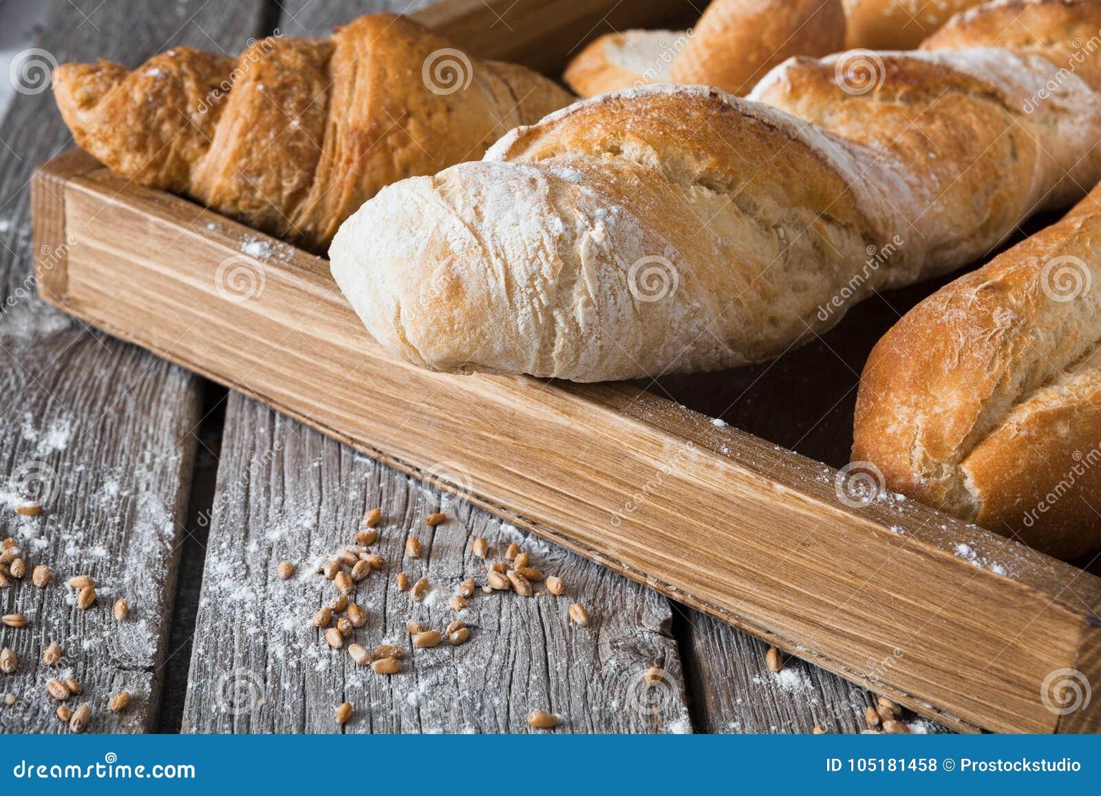 面包面包店背景 法国长方形宝石和新月形面包构成