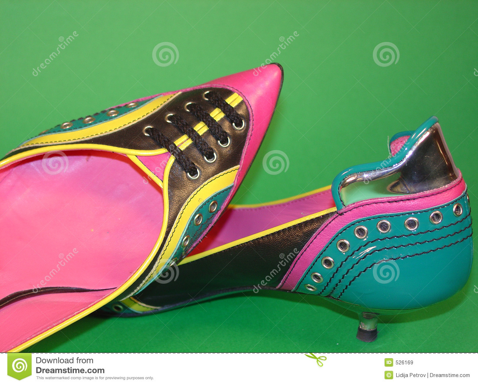 Download 鞋子 库存图片. 图片 包括有 减速火箭, 粉红色, 投反对票, 黄色, 样式, 夫人, 颜色, 生活, 仍然 - 526169