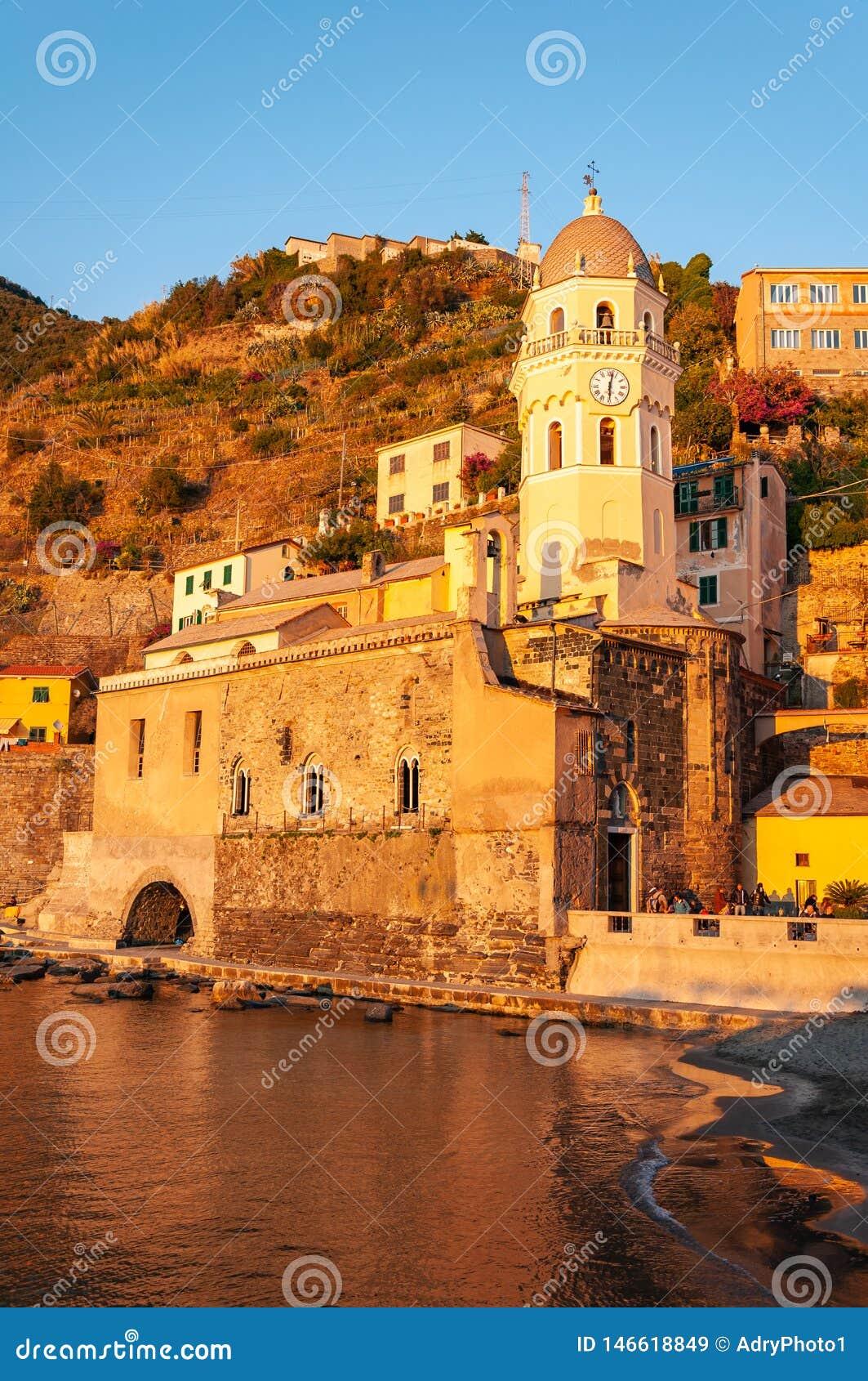 韦尔纳扎在日落的五乡地,意大利