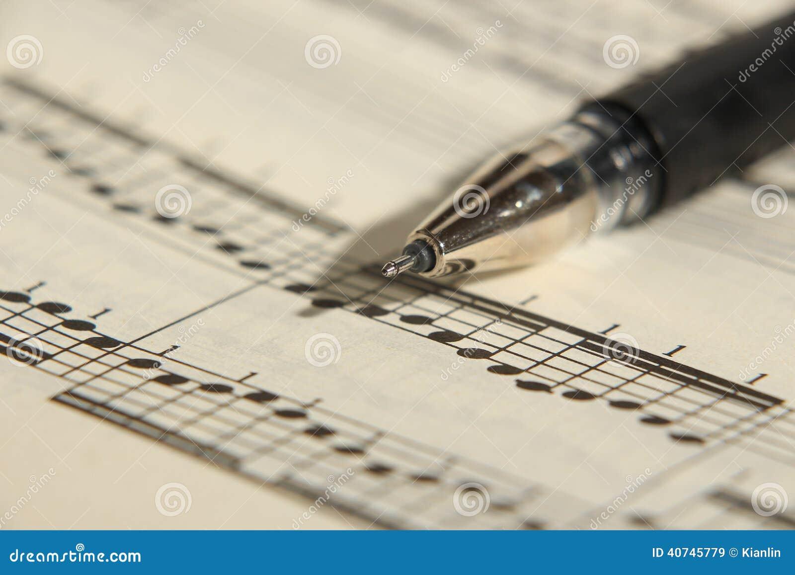活页乐谱和笔