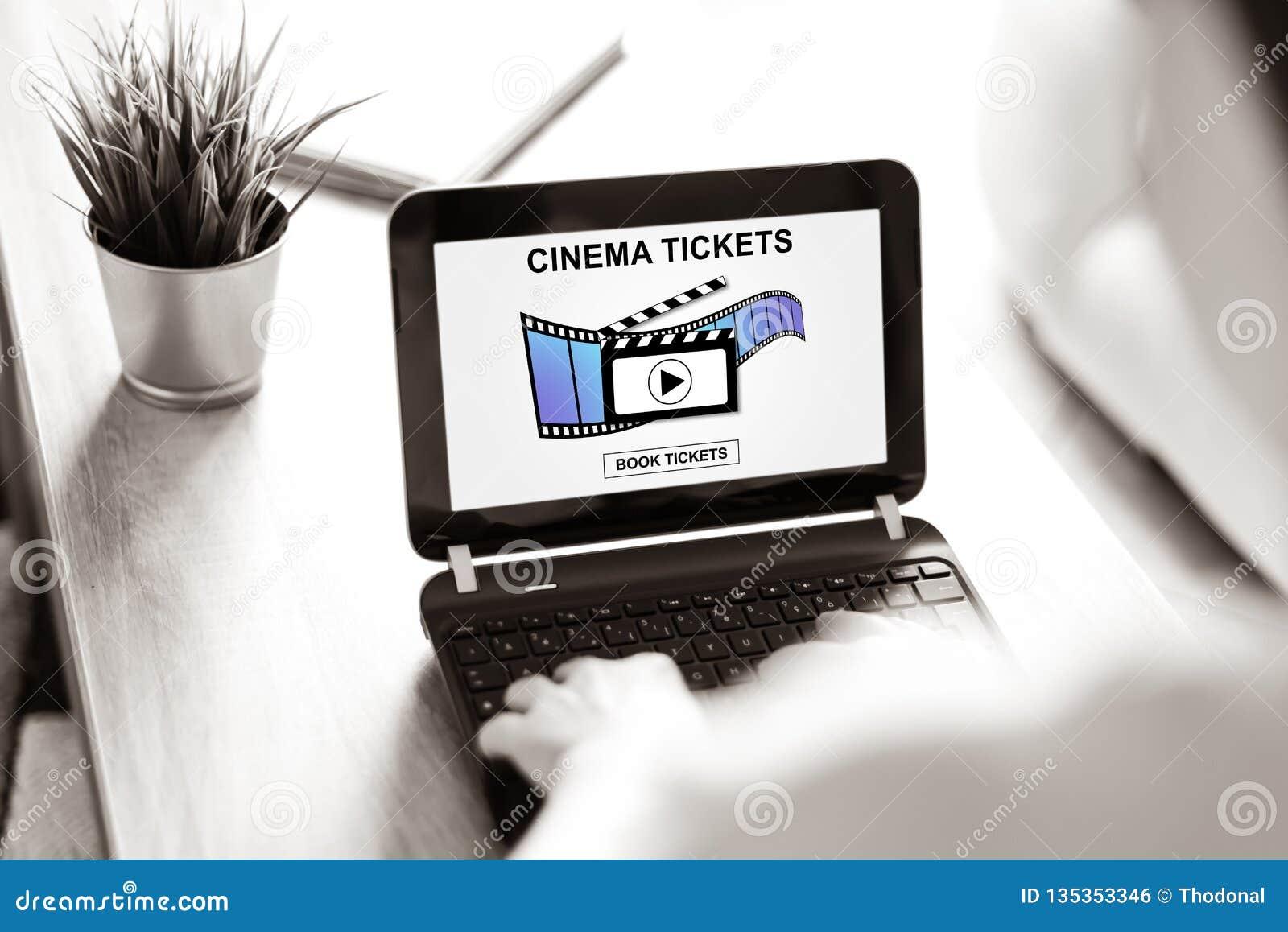 预定在膝上型计算机屏幕上的网上戏院票概念