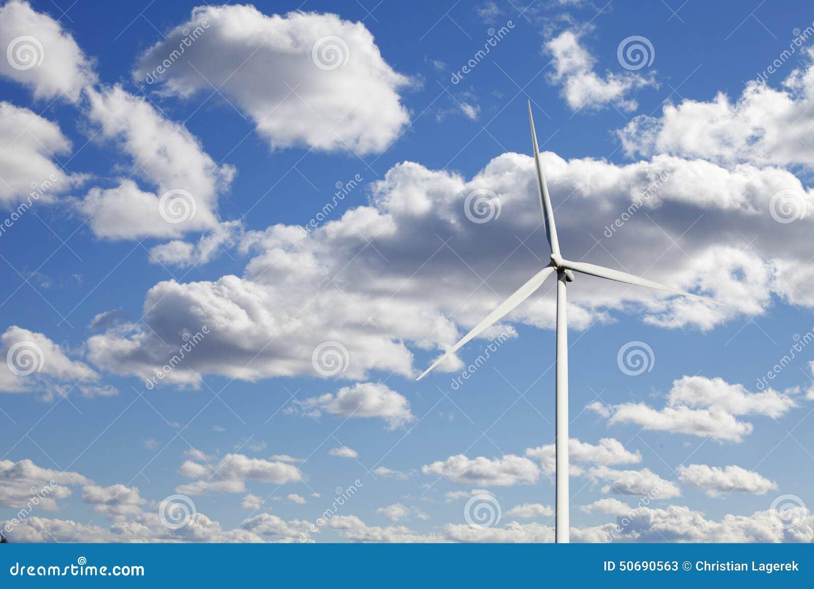 Download 风力涡轮和蓝天 库存图片. 图片 包括有 云彩, 蓝色, 次幂, 成块, 结算, 空白, 工厂, 能源, 天空 - 50690563