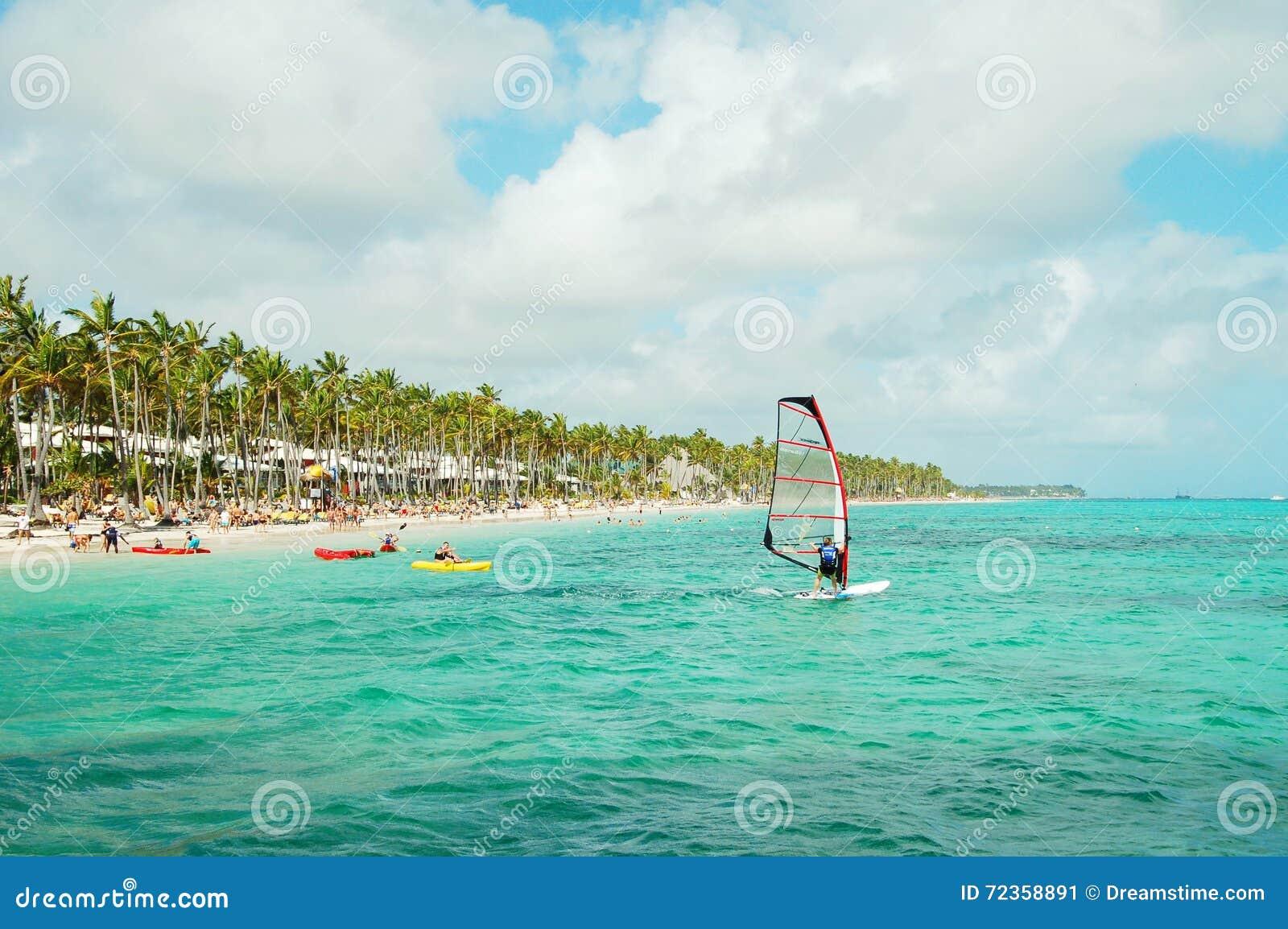 风帆冲浪在多米尼加共和国的海岸