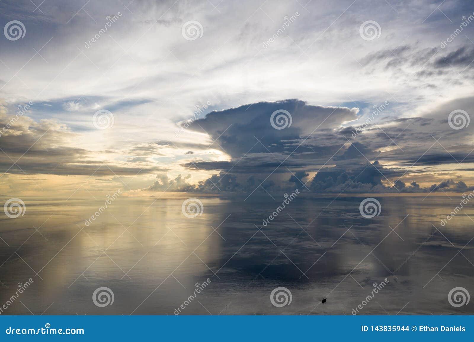 风平浪静天线日出的在王侯Ampat