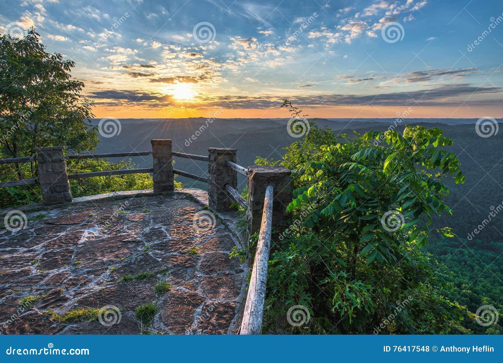 风景夏天日落,阿巴拉契亚山脉,肯塔基