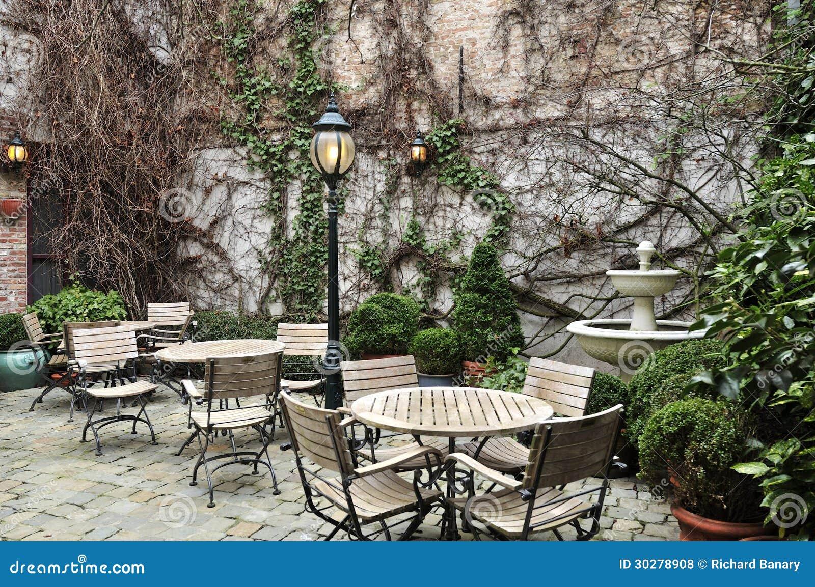 风景庭院就座