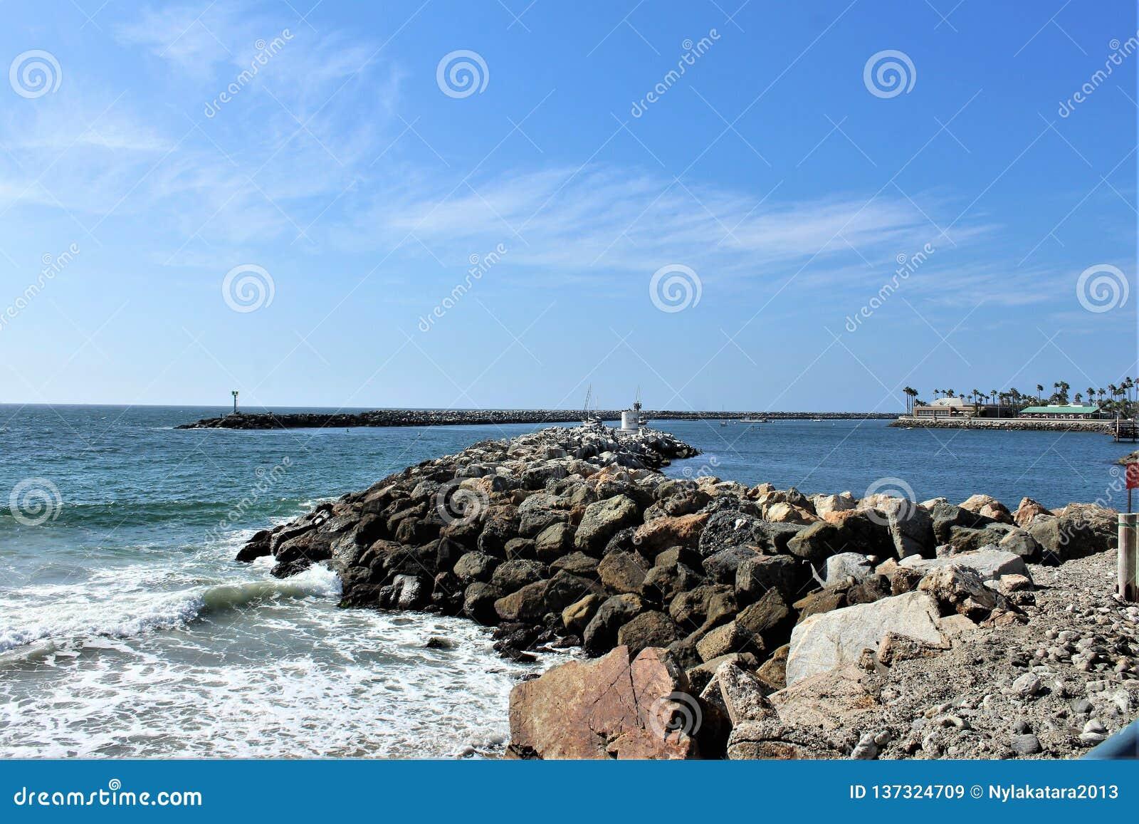 风景海边观点的Portifino加利福尼亚海洋边在雷东多海滩,加利福尼亚,美国