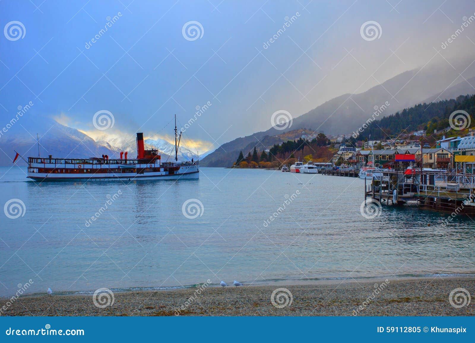 风景美丽的风景wakatipu湖在南女王/王后的镇
