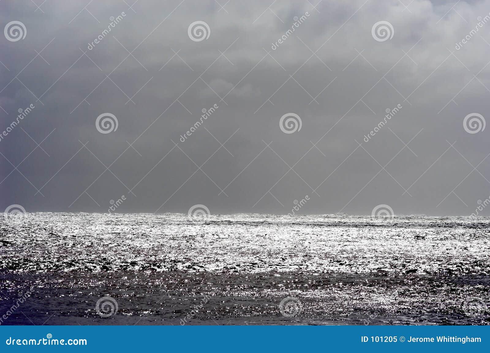 风雨如磐水平的海景