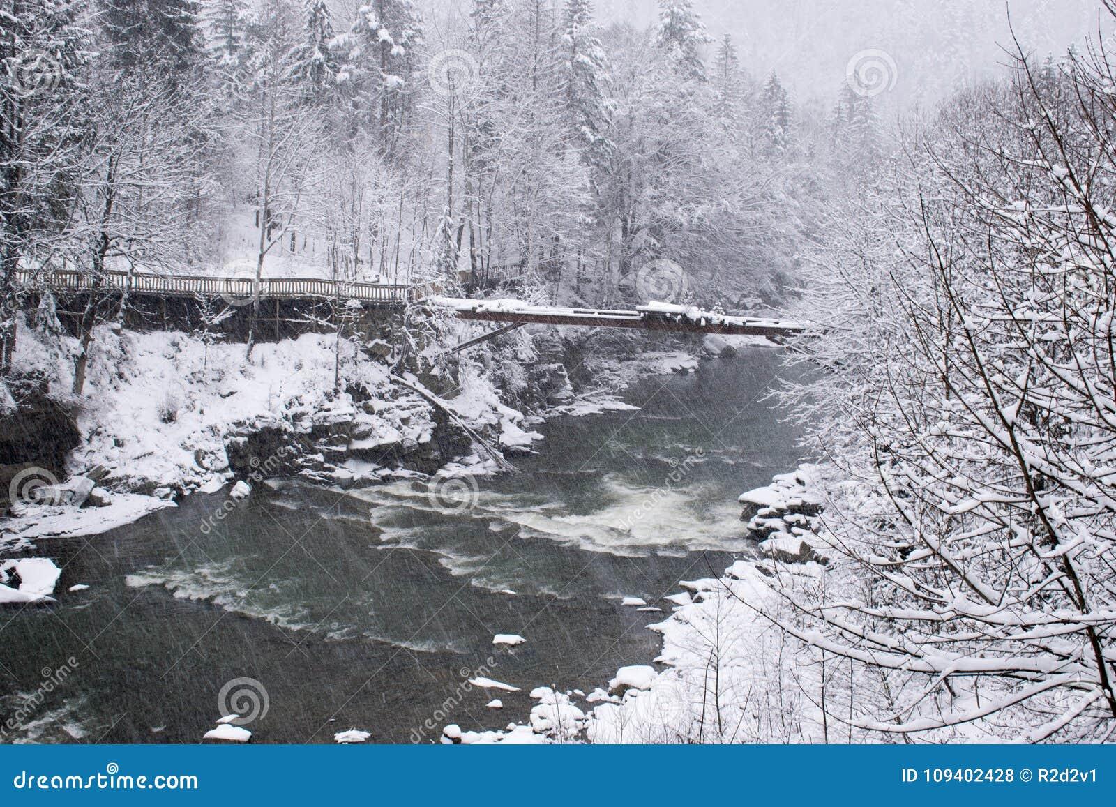 风雨如磐的山河在冬天