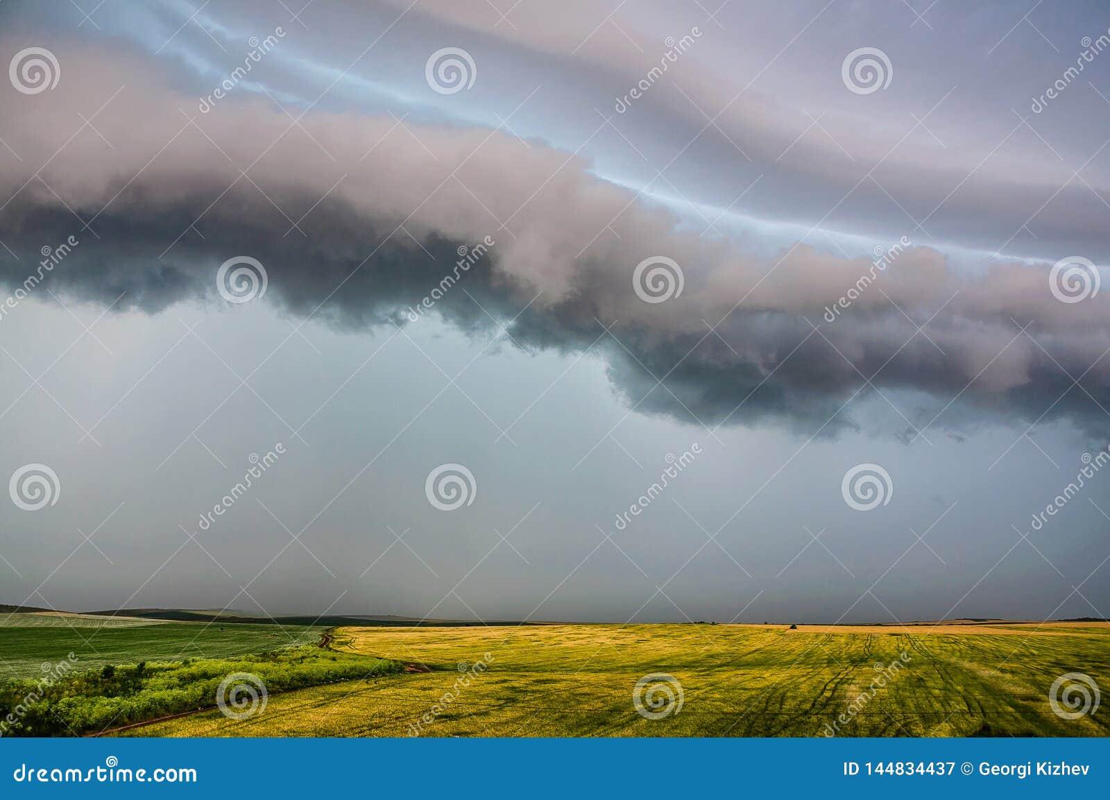 风雨如磐的早晨2