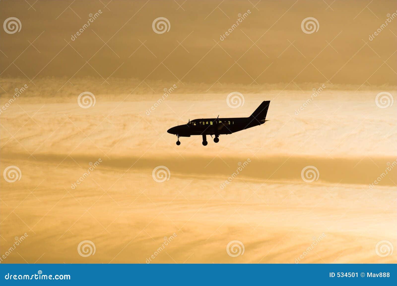 Download 飞机剪影 库存图片. 图片 包括有 后方, 水平尾翼, 商业, 天空, 旅行, 触地得分, 作为, 星形, 机体 - 534501