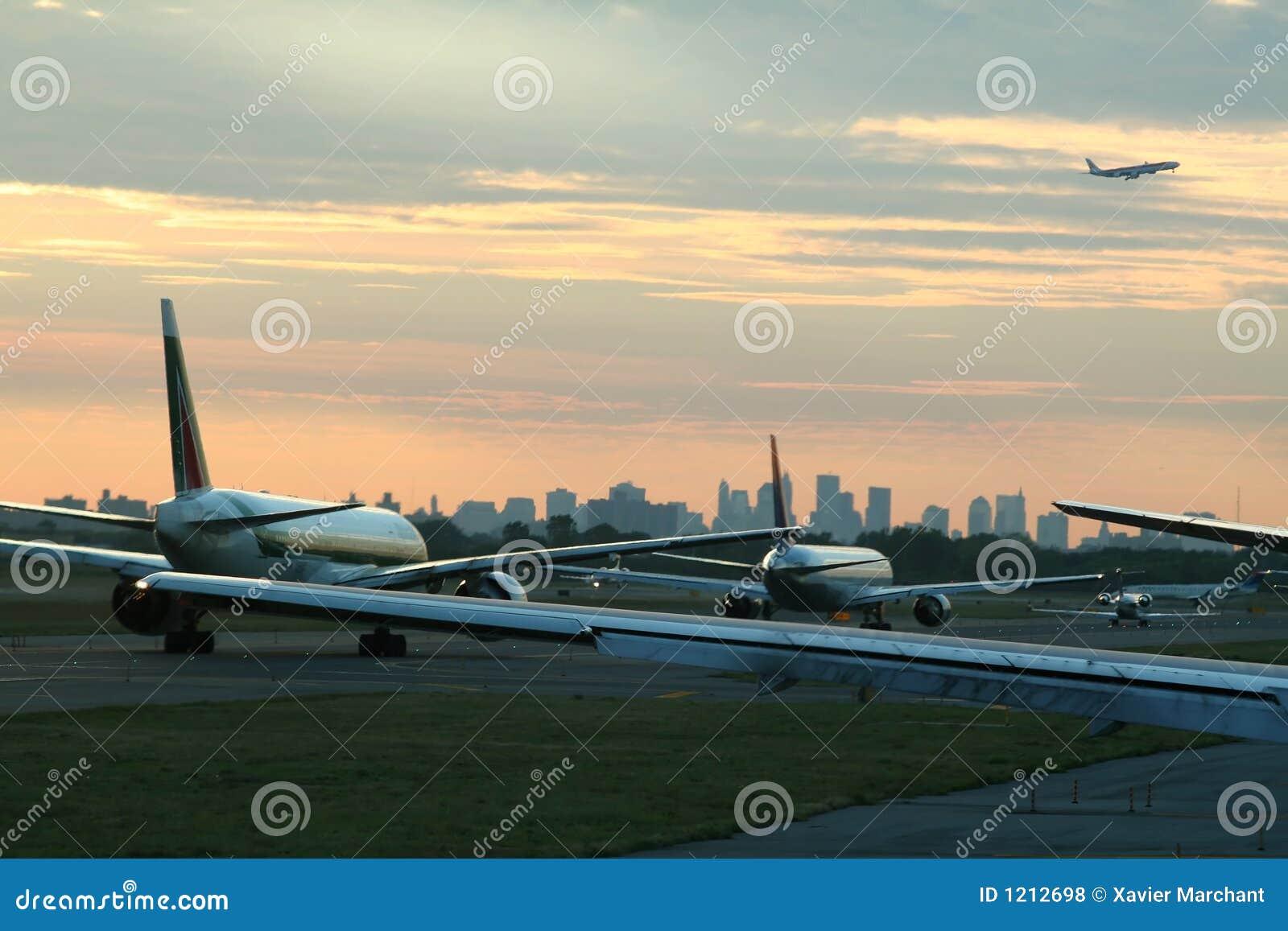 飞机启运业务量