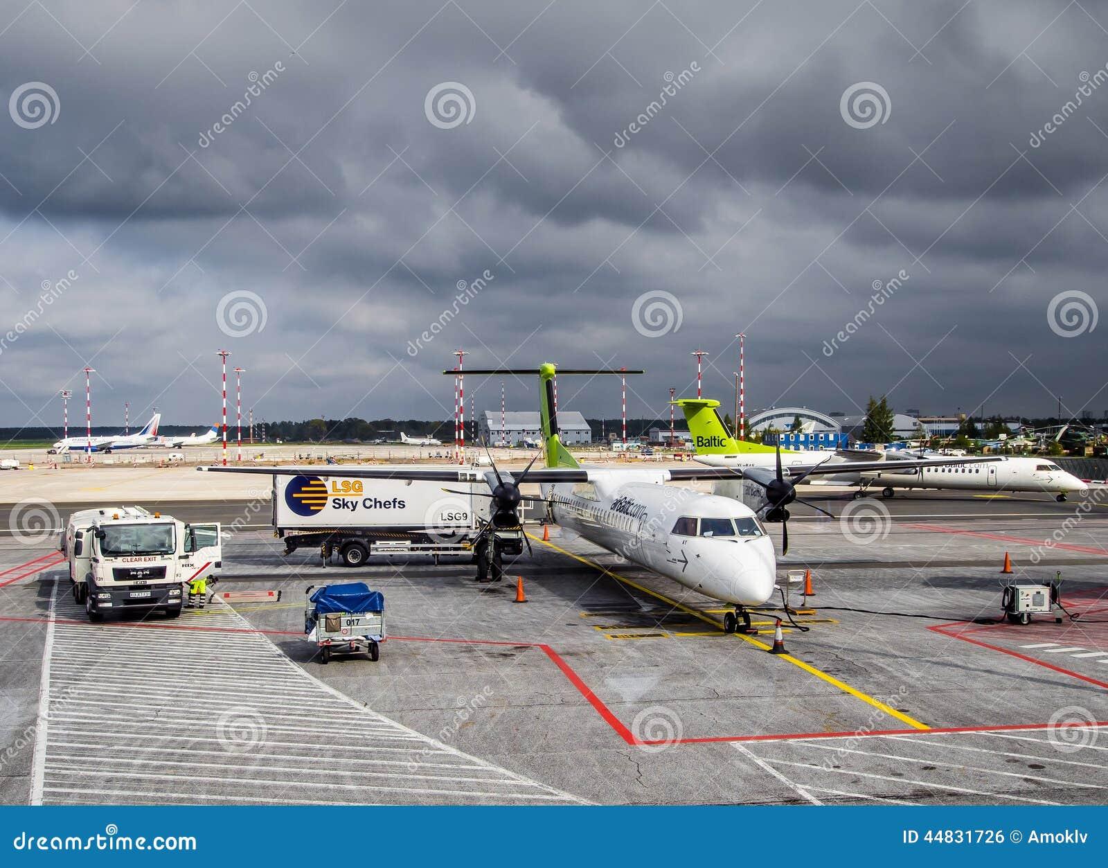 飞机的起飞前的服务