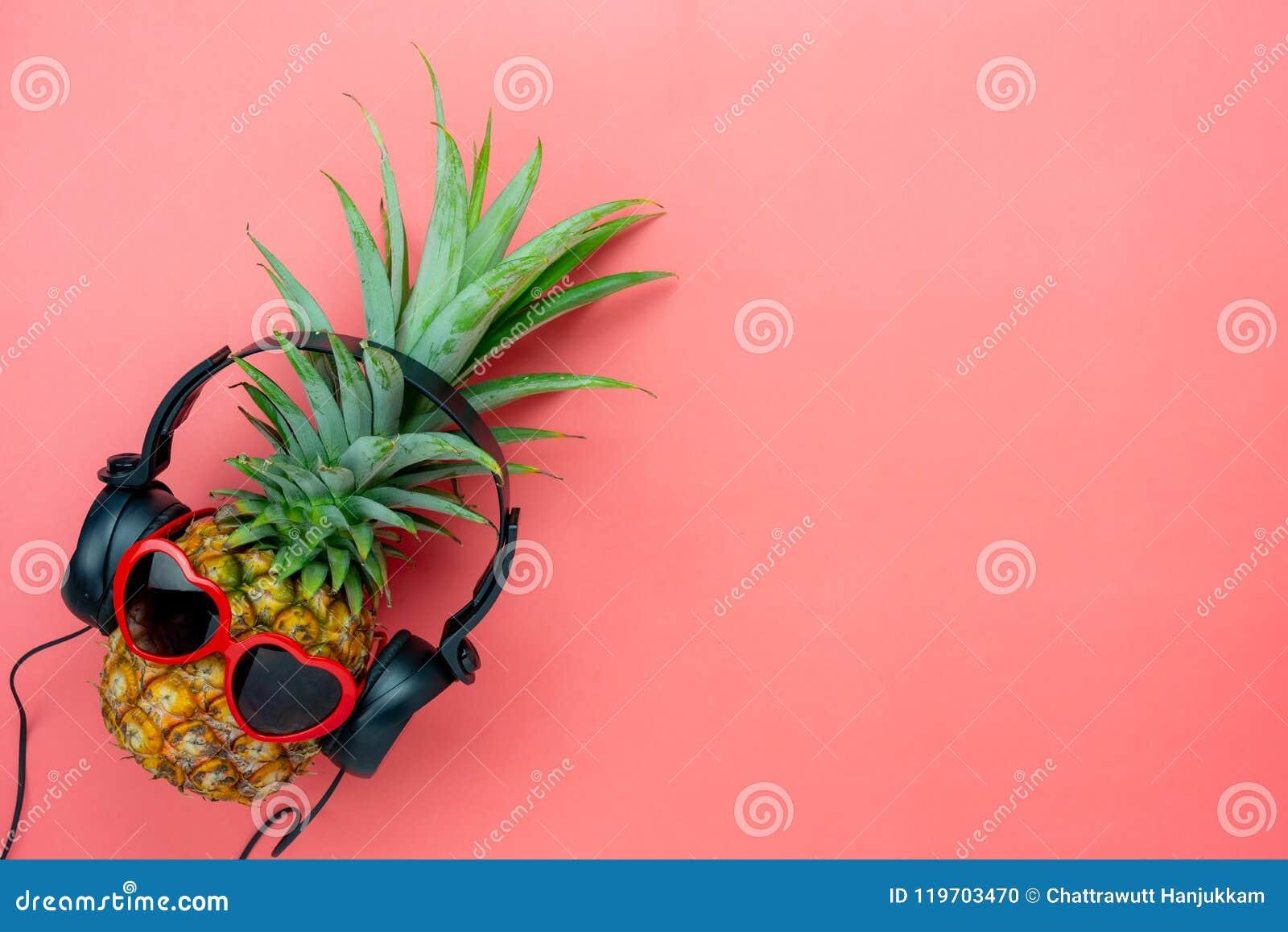 食物的台式视图空中图象暑假季节&音乐背景概念的
