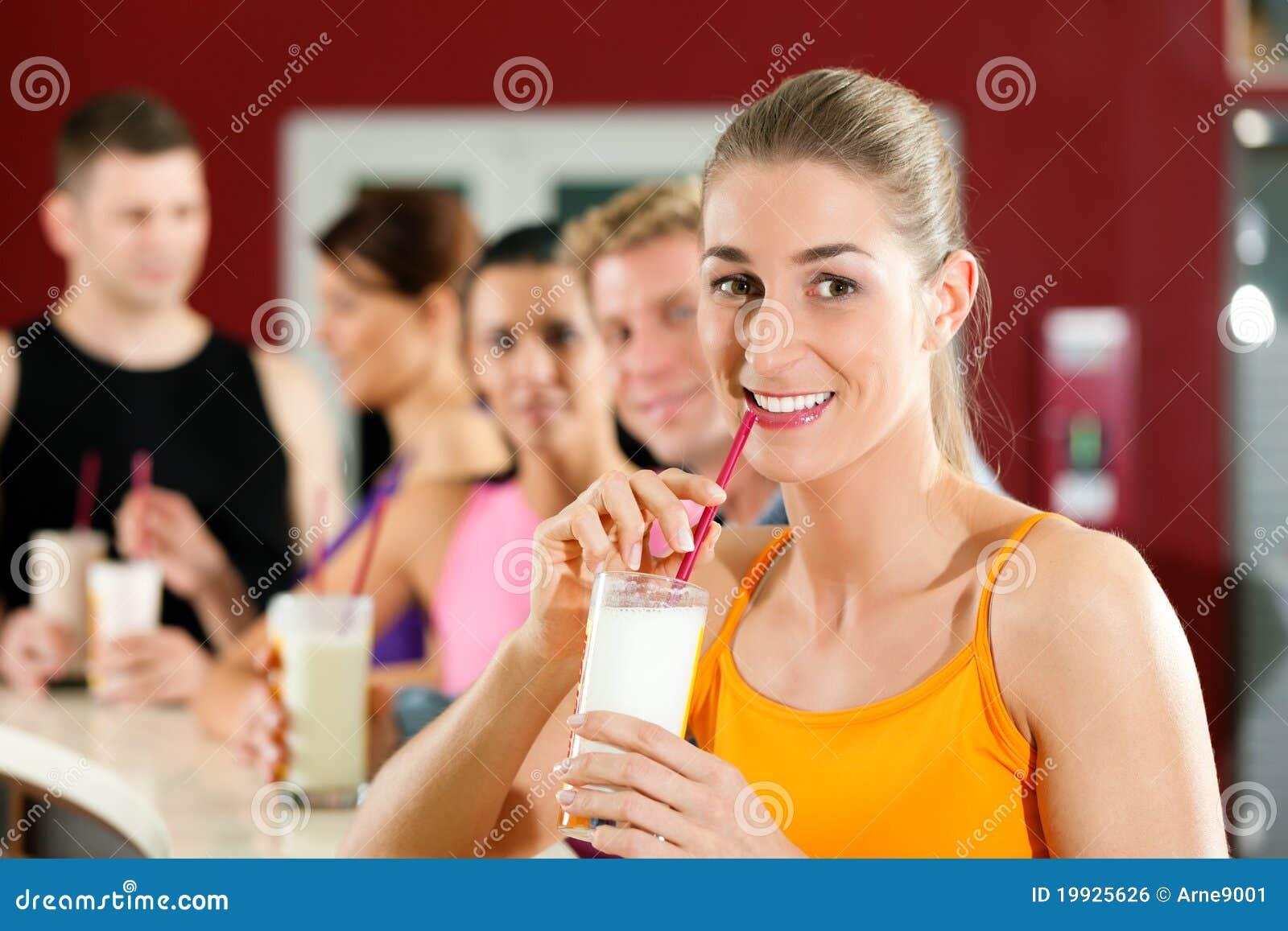 饮用的人蛋白质震动