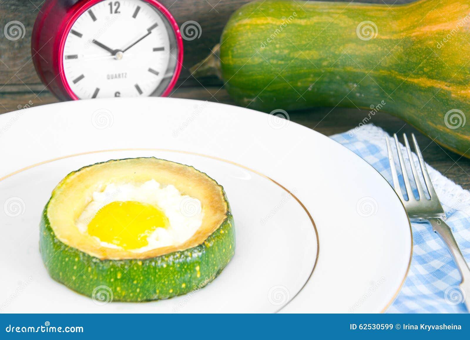 饮食早餐:炒蛋用夏南瓜