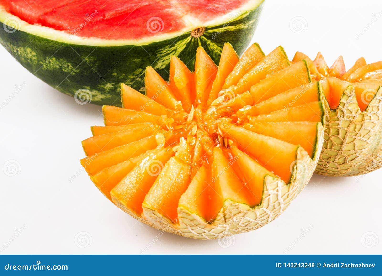 饮食食物,戒毒所 被切的黄色瓜和红色西瓜在白色背景
