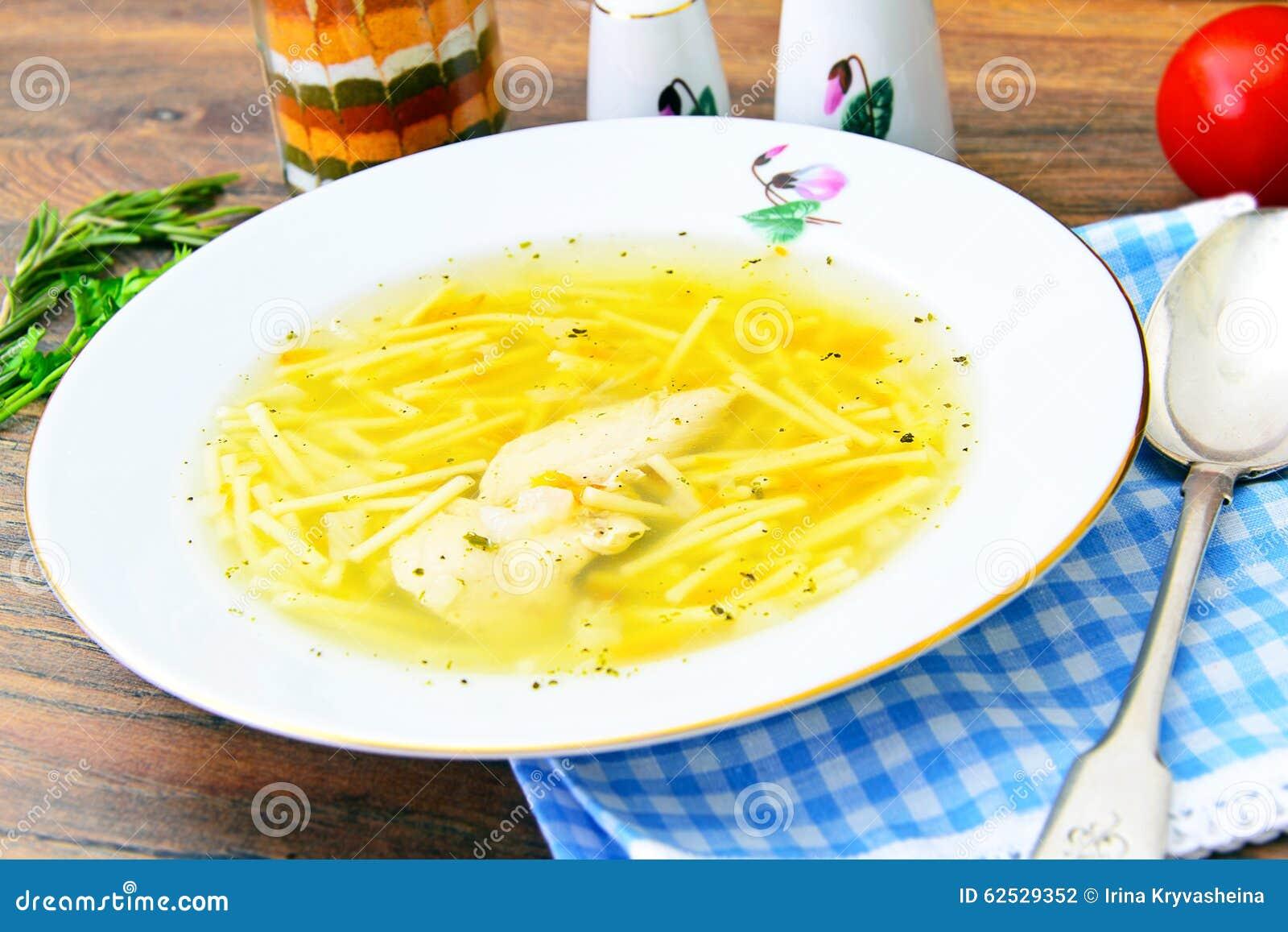 饮食鸡汤汤用荷兰芹