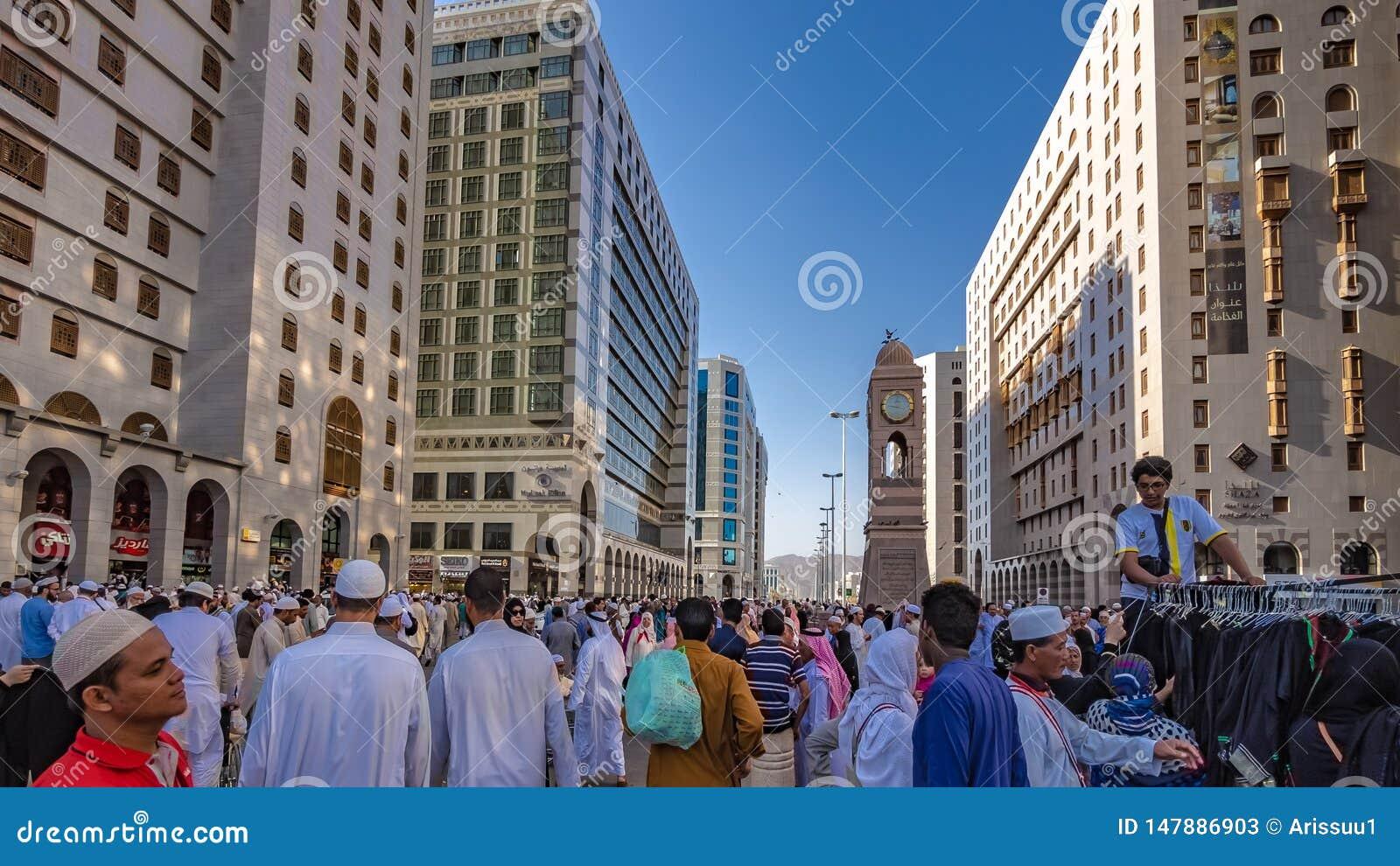 香客在Al哈莱姆清真寺,麦加,沙特阿拉伯人群