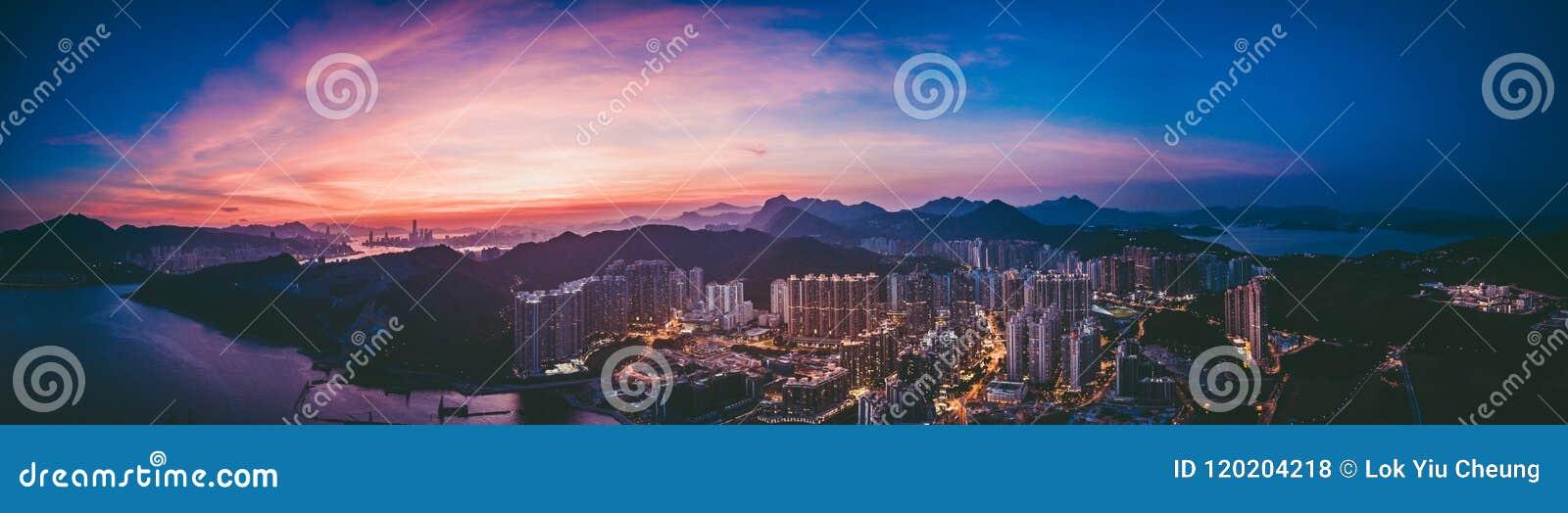 香港从天空的都市风景视图的全景图象