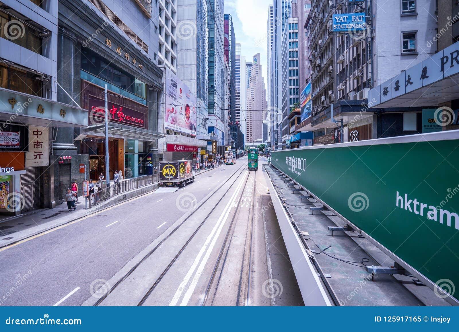 香港电车轨道,香港` s电车在两个方向运行--东部和西部乘客倾斜作为香港电车