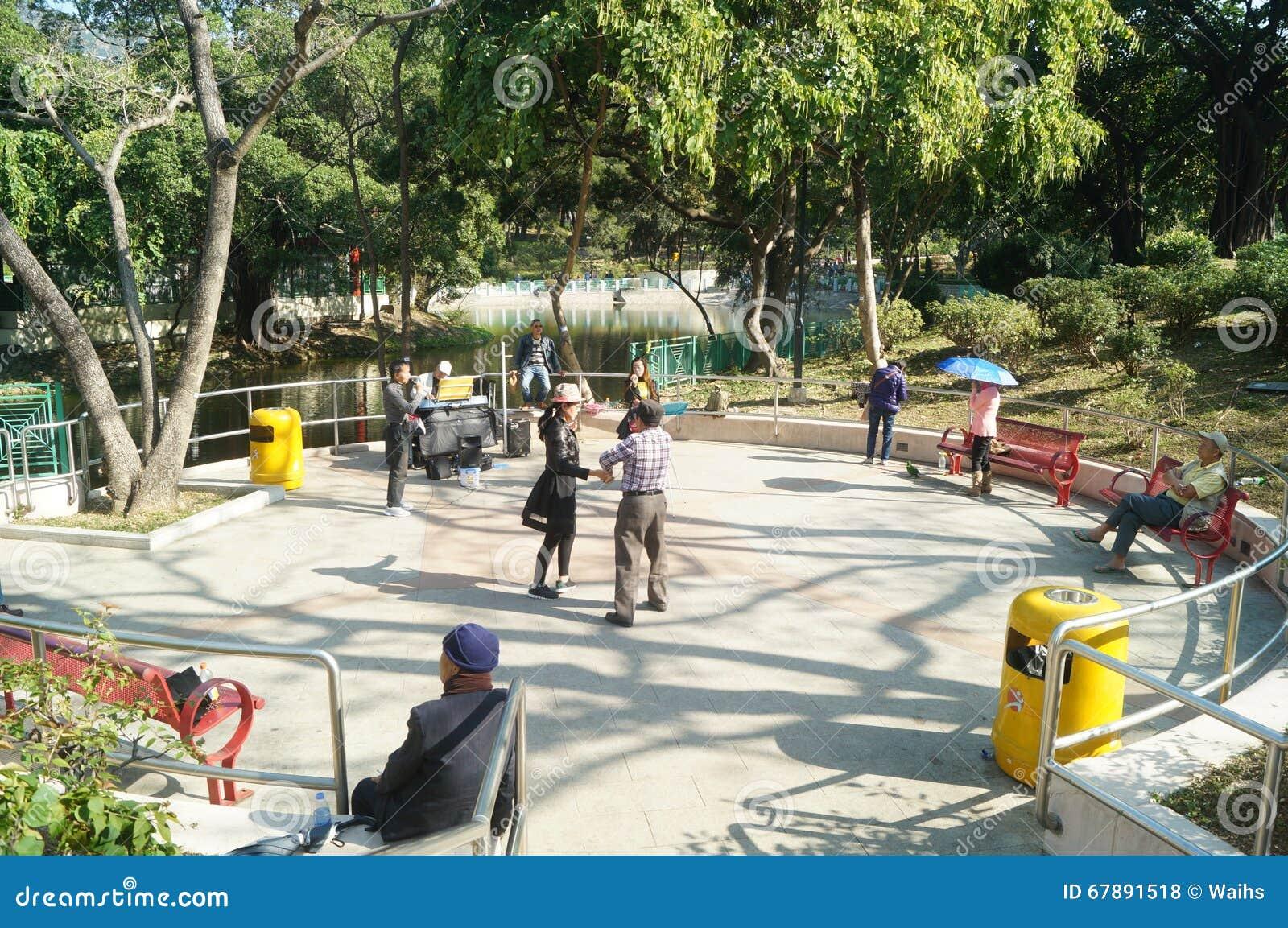 香港,中国:人舞蹈和戏剧在公园