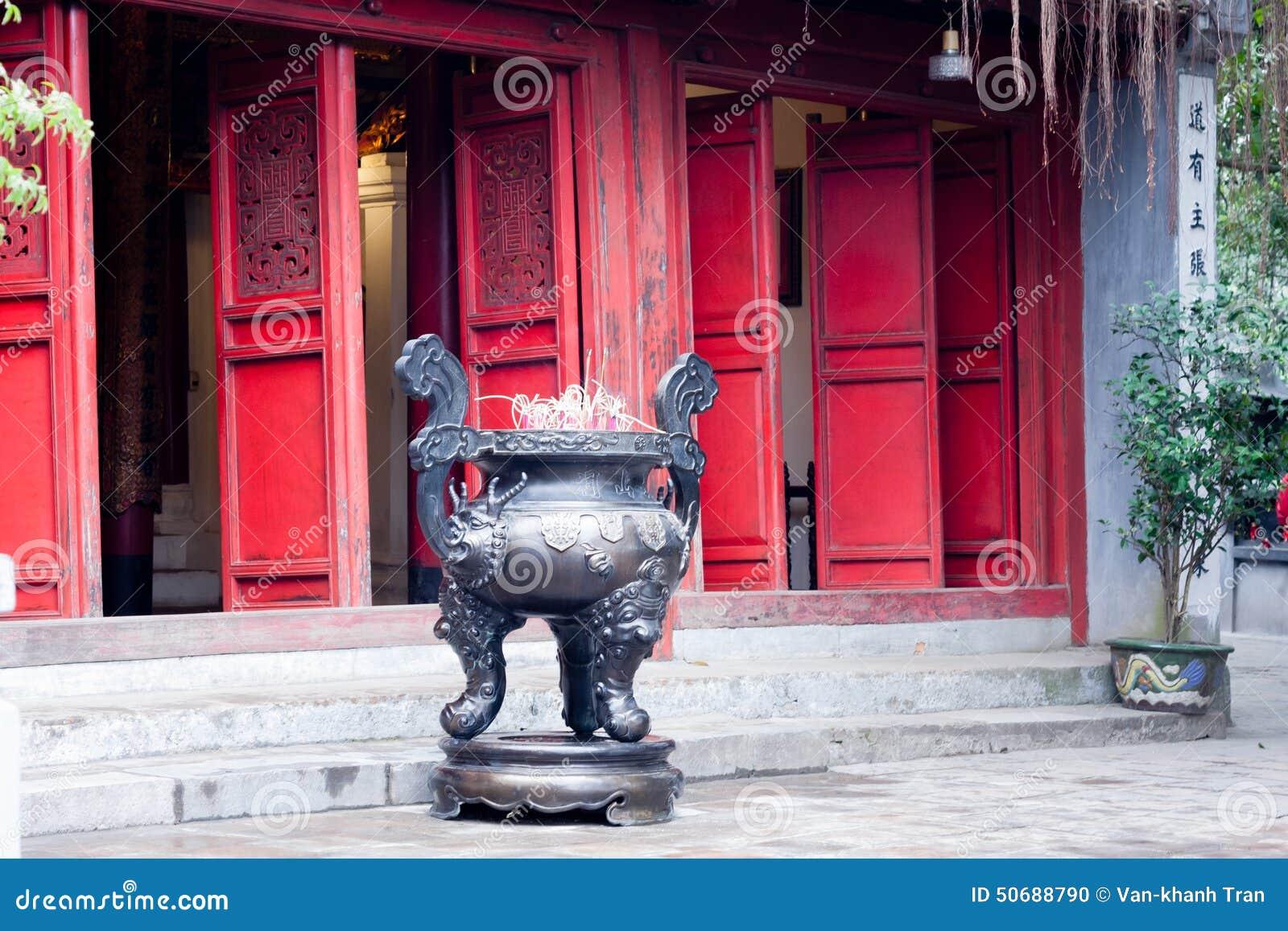 Download 香炉在塔 库存照片. 图片 包括有 香炉, 寺庙, 红色, 种族, 聚会所, 东南, 越南, 背包, 文化 - 50688790