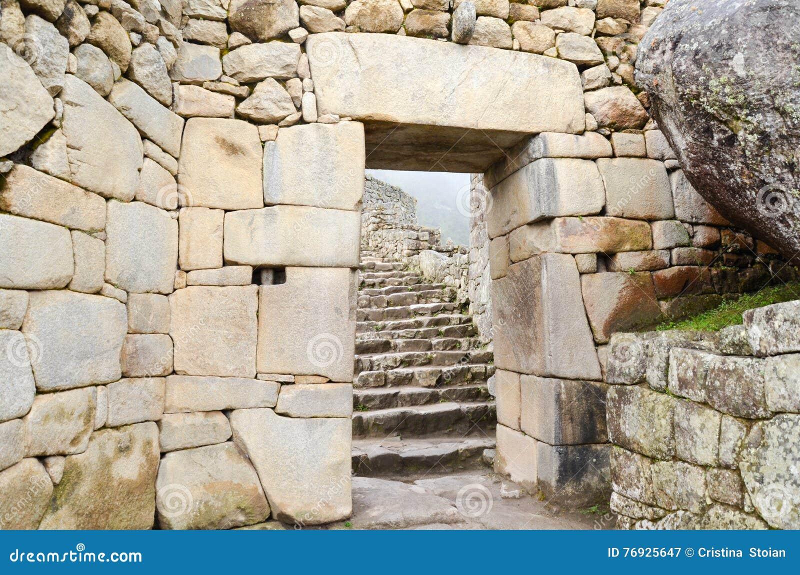 马丘比丘,库斯科地区,秘鲁2013年6月4日:15世纪印加人城堡马丘比丘, UNE的住宅区的细节