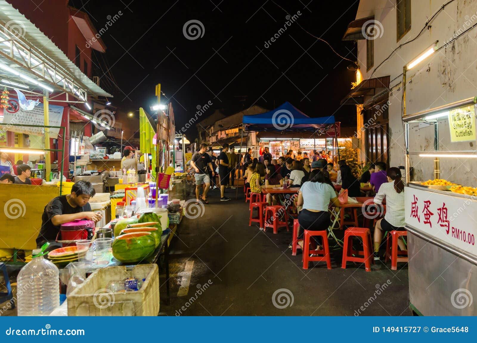 马六甲,马来西亚- 4月21,2019:星期五,星期六夜市和星期天是永克尔街,它的最佳的零件卖